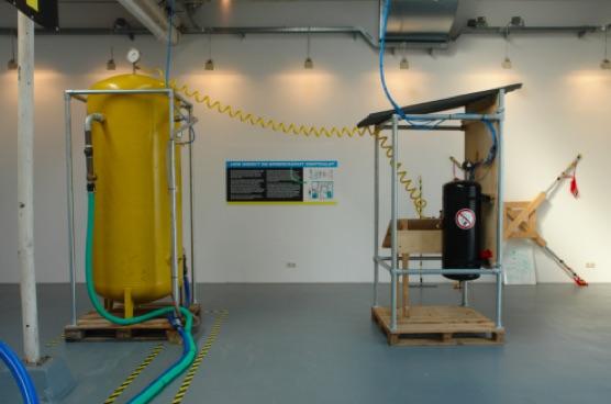 Accumulatore idro-pneumatico per la centrale elettrica umana kris de decker melle smets
